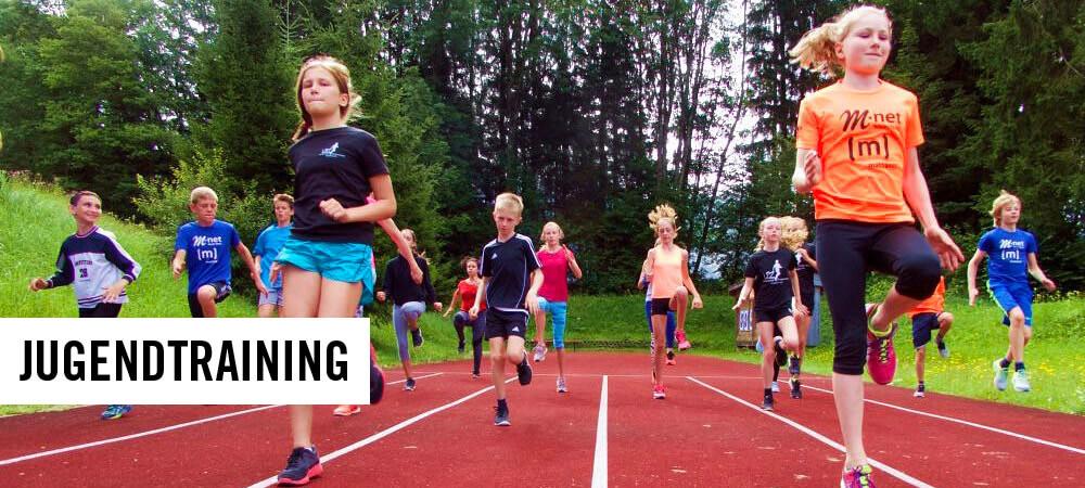 Junge Athleten bei Laufschulung im Training
