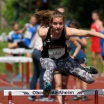 Aimee läuft 80m Hürden