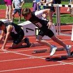 Jungendlicher Sprinter beim Start