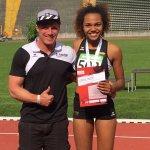 Denise und Trainier Florian mit der Goldmedaille
