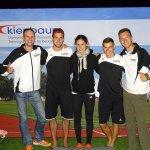 Athleten und Trainer glücklich nach dem Wettkampf